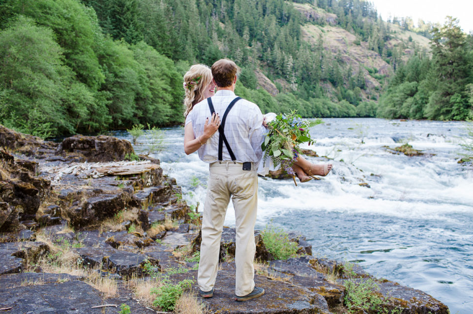 Nature Inspired Styled Session | North Umpqua River Oregon | Kelli & Justin