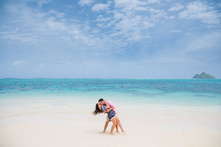 lanakai-beach-engagement-photos-005-705x470 Engagement