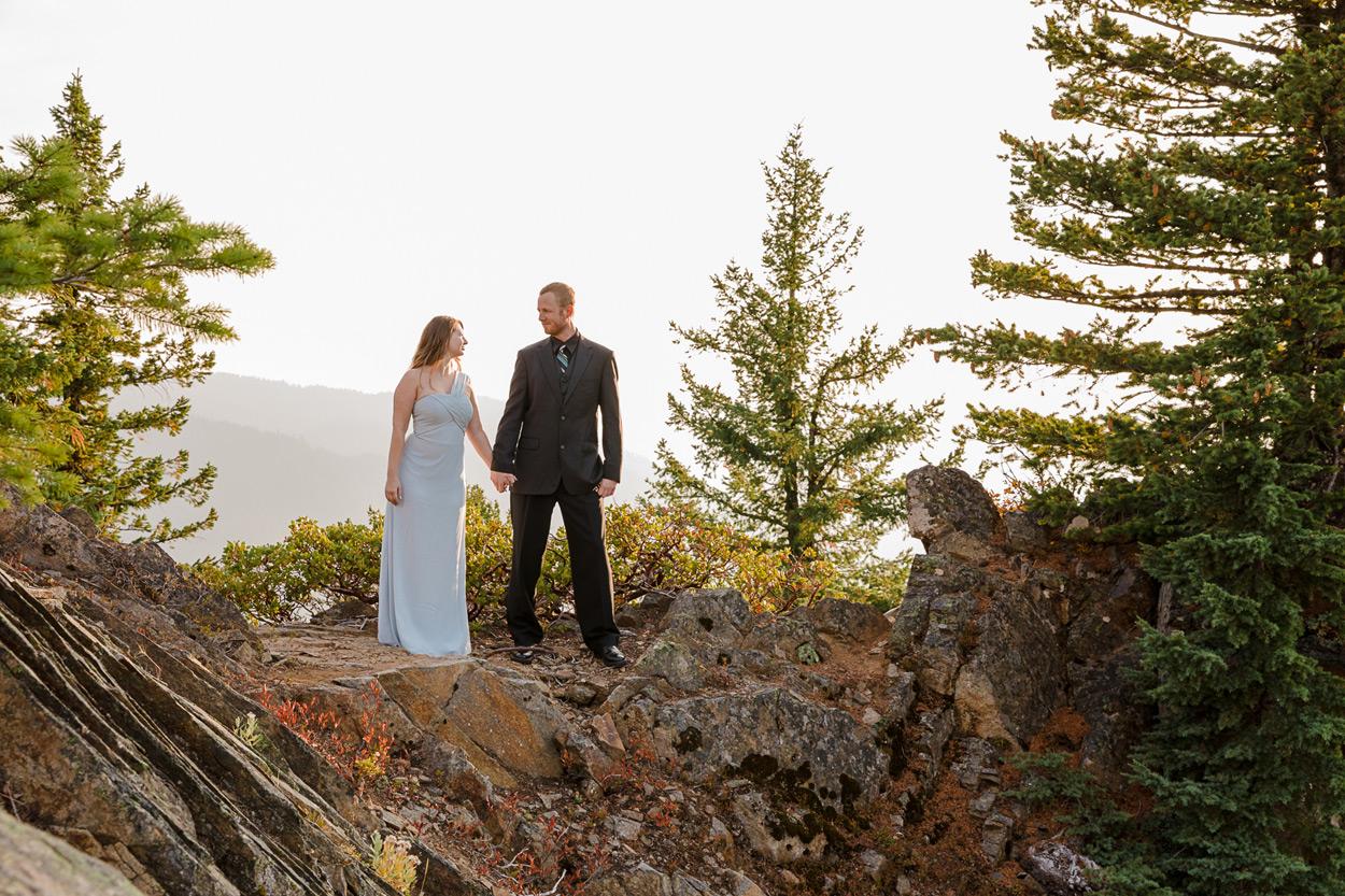 oregon-engagement-012 Oregon Engagement Session | Diamond Peak Wilderness | Julia & Jonathan