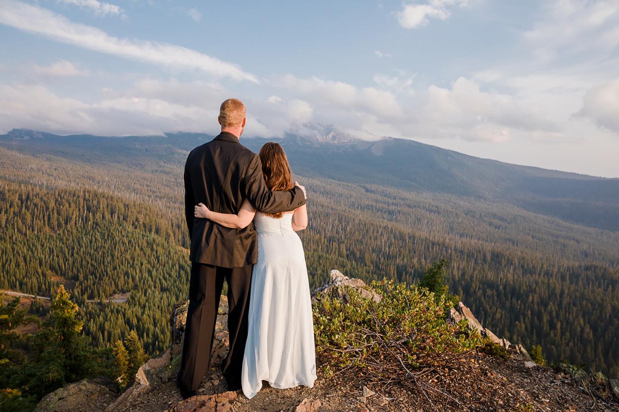 oregon-engagement-013 Oregon Engagement Session | Diamond Peak Wilderness | Julia & Jonathan