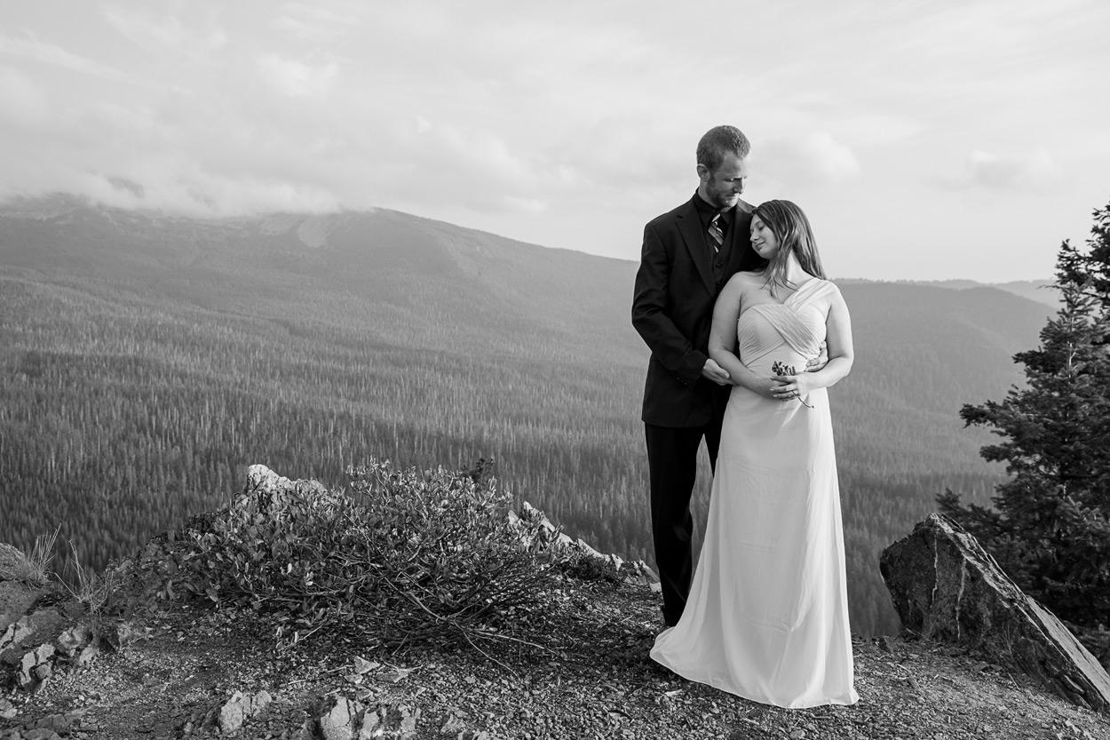oregon-engagement-015 Oregon Engagement Session | Diamond Peak Wilderness | Julia & Jonathan