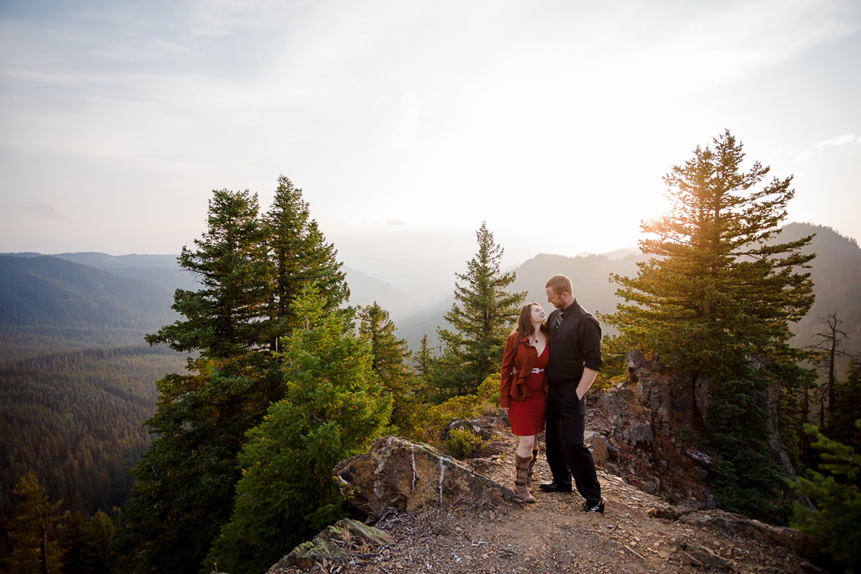 oregon-engagement-018 Oregon Engagement Session | Diamond Peak Wilderness | Julia & Jonathan