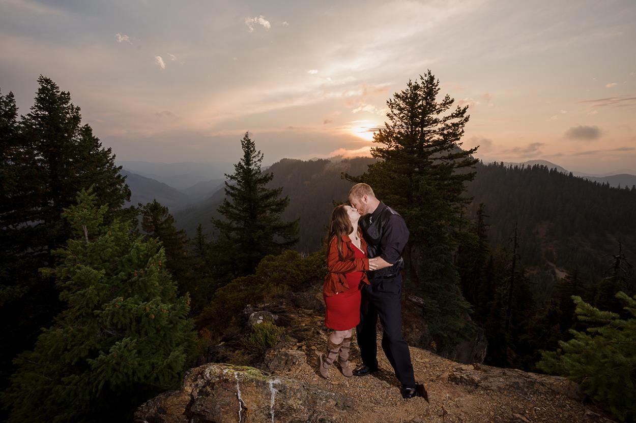 oregon-engagement-019 Oregon Engagement Session | Diamond Peak Wilderness | Julia & Jonathan