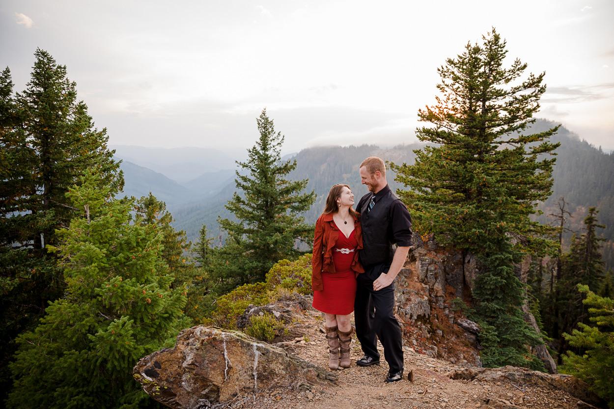 oregon-engagement-021 Oregon Engagement Session | Diamond Peak Wilderness | Julia & Jonathan