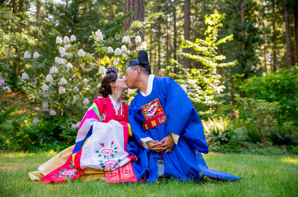 Loloma Lodge Oregon Wedding | Anna & Justin | Traditional Korean Tea Ceremony