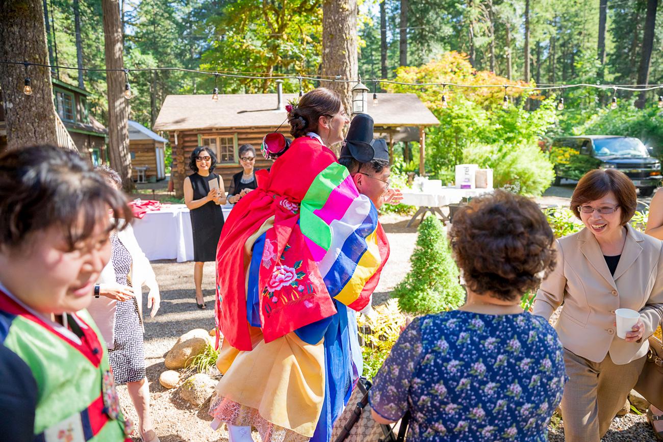 loloma-lodge-oregon-wedding-24 Loloma Lodge Oregon Wedding | Anna & Justin | Traditional Korean Tea Ceremony