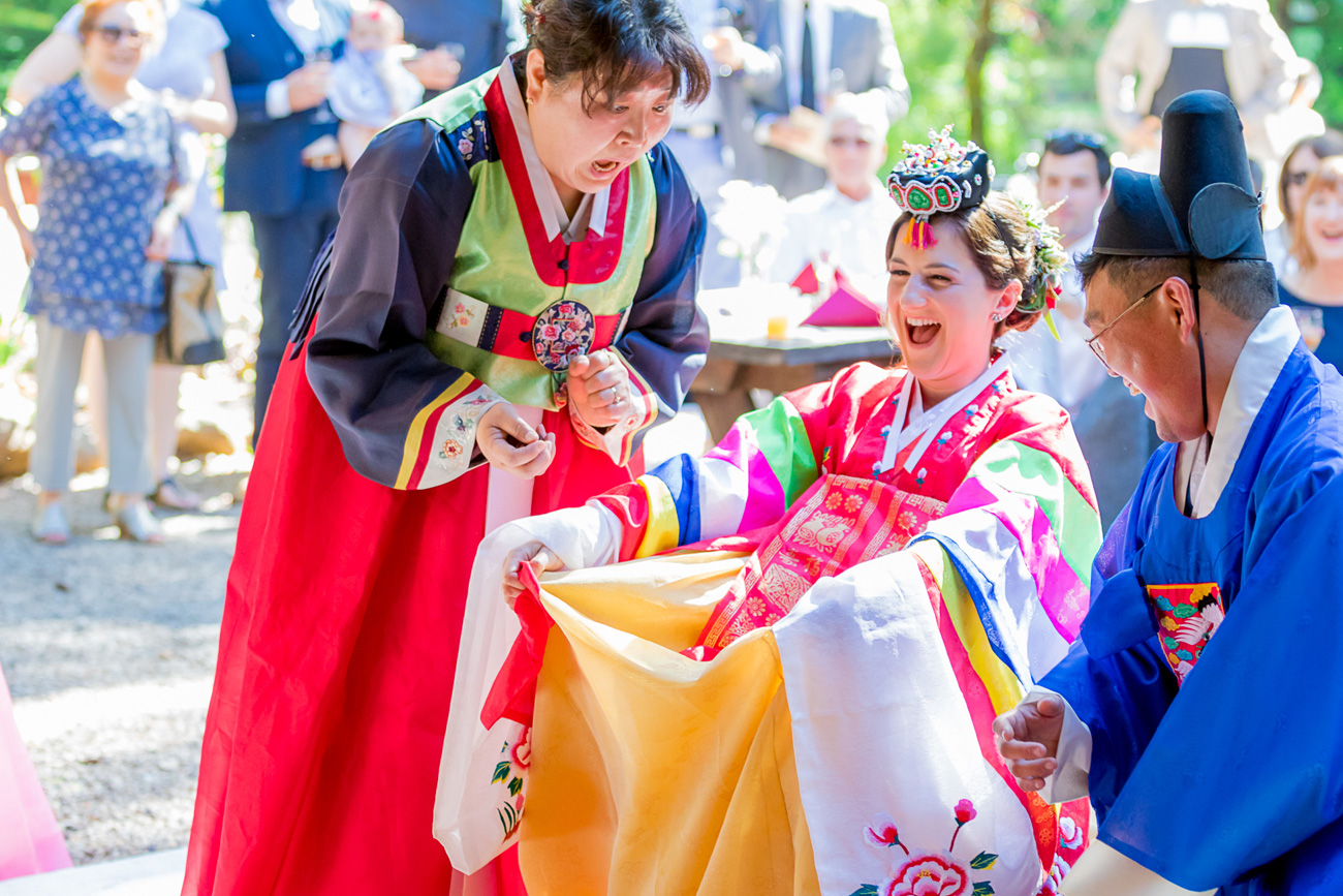 loloma-lodge-oregon-wedding-26 Loloma Lodge Oregon Wedding | Anna & Justin | Traditional Korean Tea Ceremony