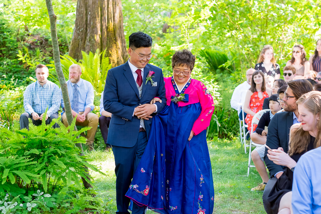 loloma-lodge-oregon-wedding-42 Loloma Lodge Oregon Wedding | Anna & Justin | Traditional Korean Tea Ceremony