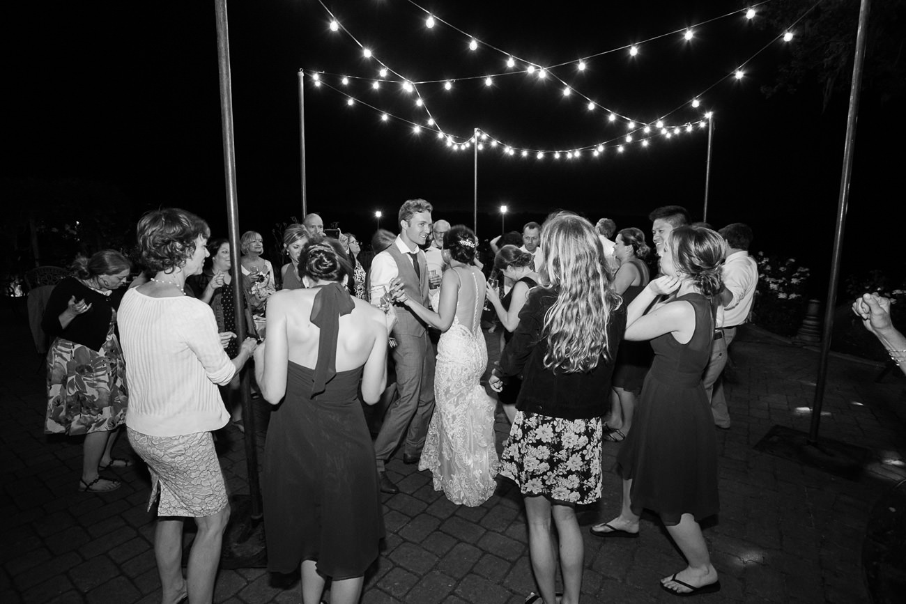 wedding-at-sweet-cheeks-winery-03 Wedding at Sweet Cheeks Winery   Eugene Oregon Photography   Emily & Bradley