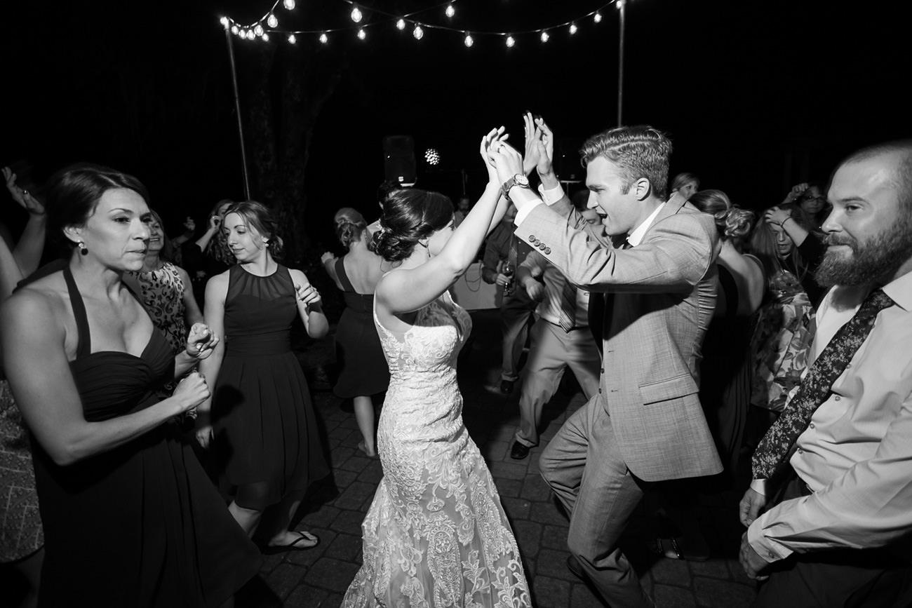 wedding-at-sweet-cheeks-winery-10 Wedding at Sweet Cheeks Winery   Eugene Oregon Photography   Emily & Bradley