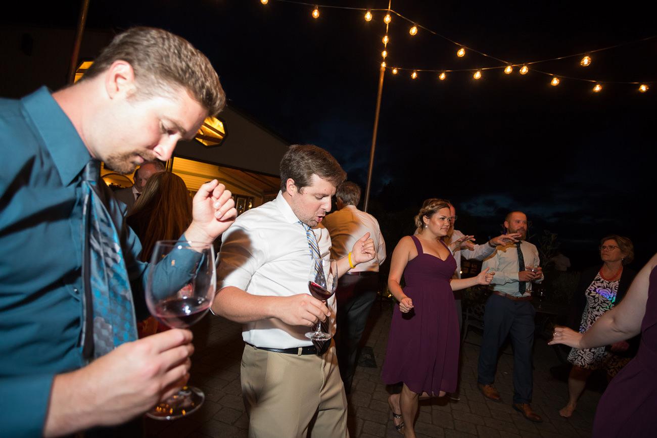 wedding-at-sweet-cheeks-winery-13 Wedding at Sweet Cheeks Winery   Eugene Oregon Photography   Emily & Bradley